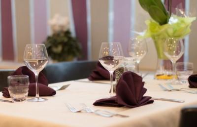aux-quatre-vents-restaurant-table