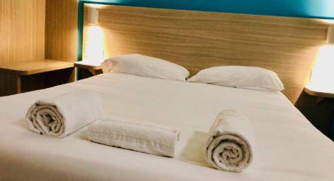 kyriad-direct-hotel-chambre-lit (2)